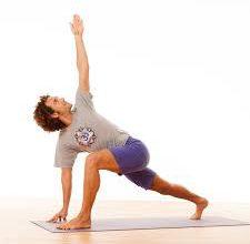 hata yoga maschio